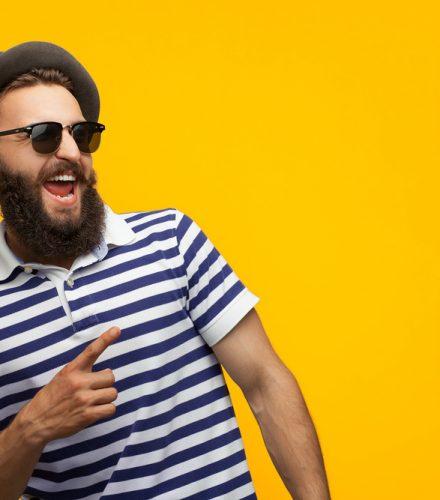 hipster com óculos de sol