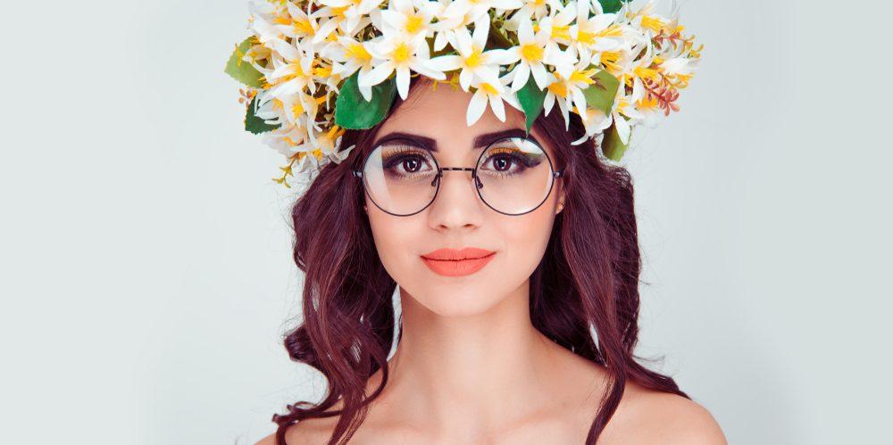 e12aac12a47c3 Maquiagem de carnaval para quem usa óculos - Guia de Óculos
